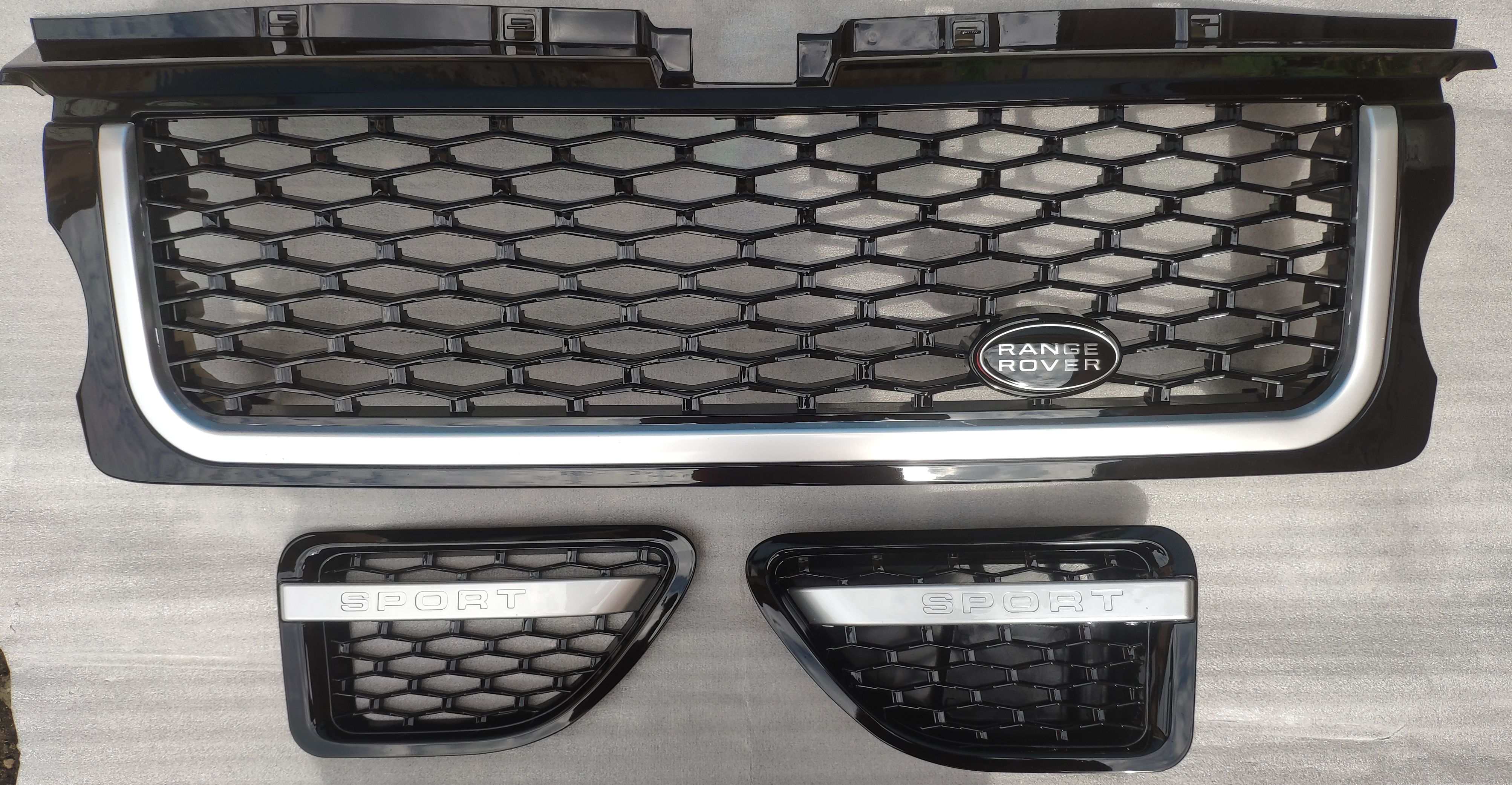 Решетка радиатора с жабрами Range Rover Sport 2005-2009