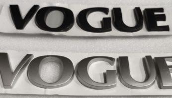 Надпись на крышку багажника Vogue
